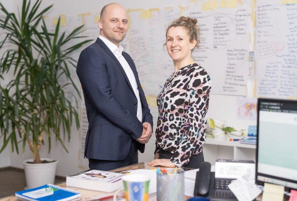 Dr. ChristianGenz und Katarina Genz im Büro ihrer Personalberatung Sachsentalent in Chemnitz